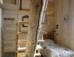 chalet-la-toussuire-le-Lenanska-chambre-1-escalier