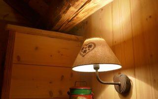 chalet-la-toussuire-le-lenanska-chambre-3-lampe