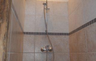 chalet-la-toussuire-le-lenanska-douche-3
