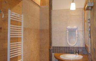chalet-la-toussuire-le-lenanska-salle-de-bain-2